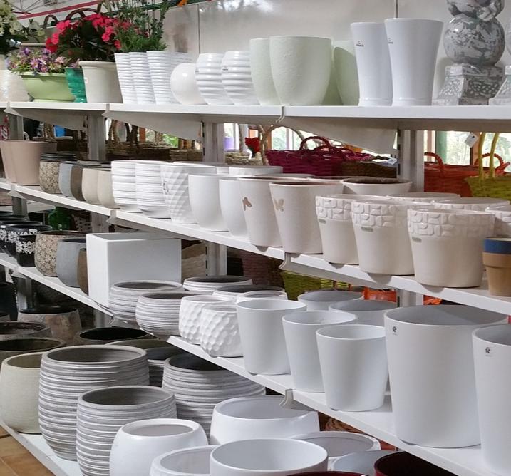 Macetas y jardineras en garden center campo grande valladolid for Jardineras de ceramica